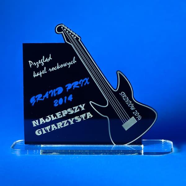 Statuetka zpleksi czarnego ibezbarwnego przegląd kapel rockowych