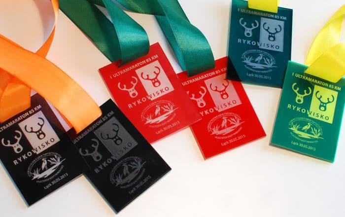 Medale z pleksi barwionej różne kolory
