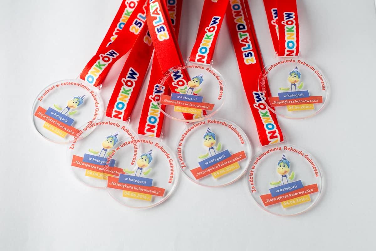 Kolorowe medale dla dzieci na 25-lecie Danonków