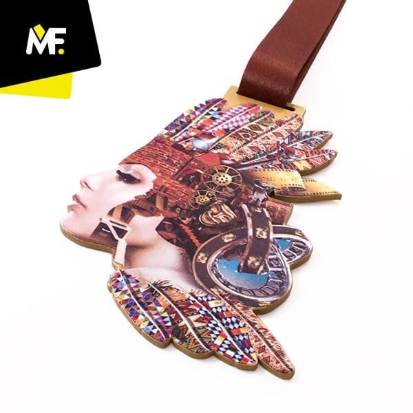 Kolorowy medal Indianin, produkcja Modern Forms
