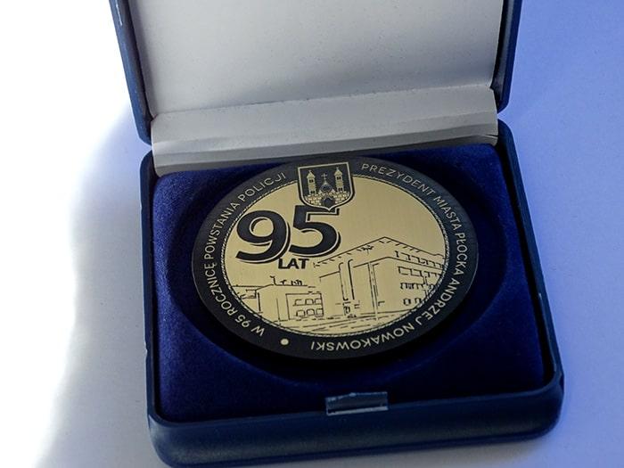 Medal pamiątkowy zlamiantu grawerskiego